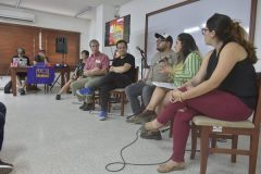 Panelistas de la mesa Fracking y Shopping